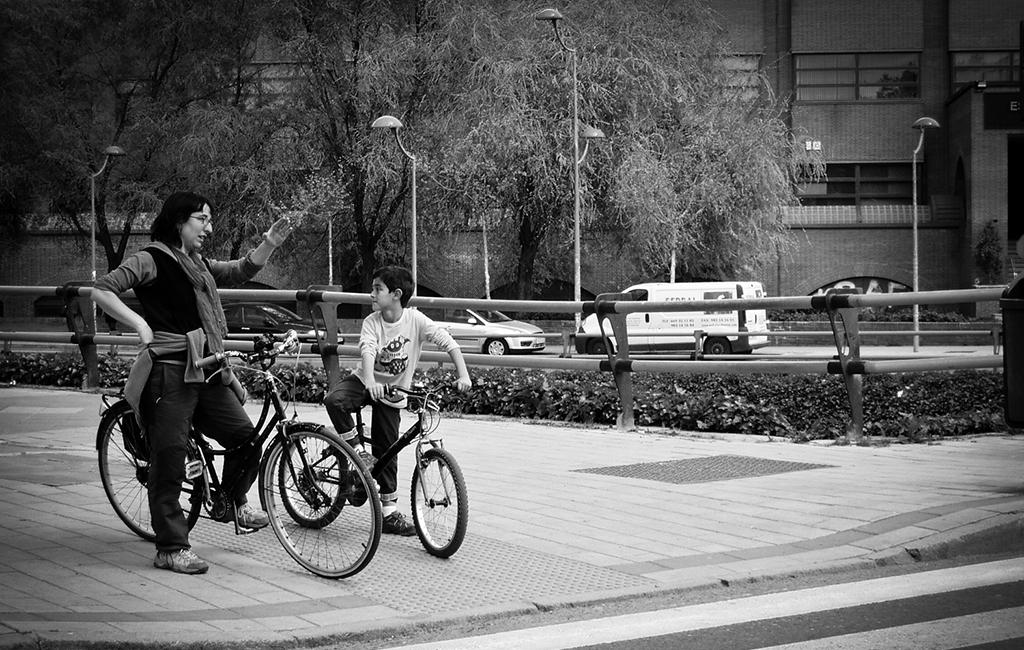 """II Concurso Fotográfico """"La UVa con la seguridad vial"""" Universidad de Valladolid – 2011"""
